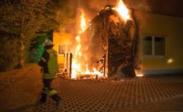 Feuer in der Nacht: Mülltonnenbrand greift auf Kindertagesstätte über