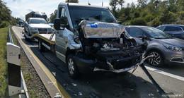 Unfall auf der A 5: Beim Verlassen vom Parkplatz Sattelzug übersehen