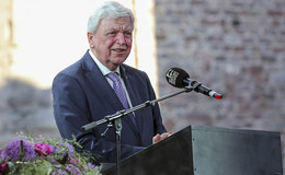 Ministerpräsident Volker Bouffier zeichnet Dr. Walter Lübcke posthum aus