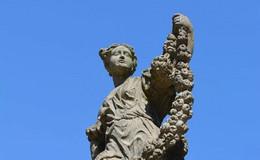 Dreister Diebstahl im Schlossgarten: Goldene Lilie der Floravase gestohlen