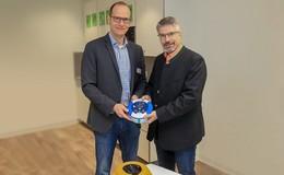 Ein Defibrillator für das Wohnstift Hanau