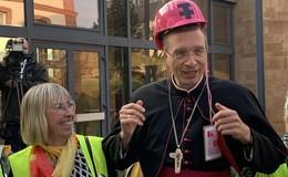 Bischof Gerber lädt zum Empfang und Hunderte folgen seinem Ruf