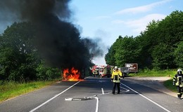 Brennender Sprinter auf der L3172 kurz vor der Landesgrenze