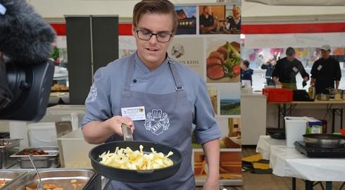 Gastro-Azubis kochen und servieren für Jugendliche - vielfältige Aktionen