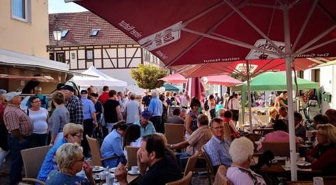 September-Bauernmarkt mit kulinarischen Köstlichkeiten der Rhönhandwerker
